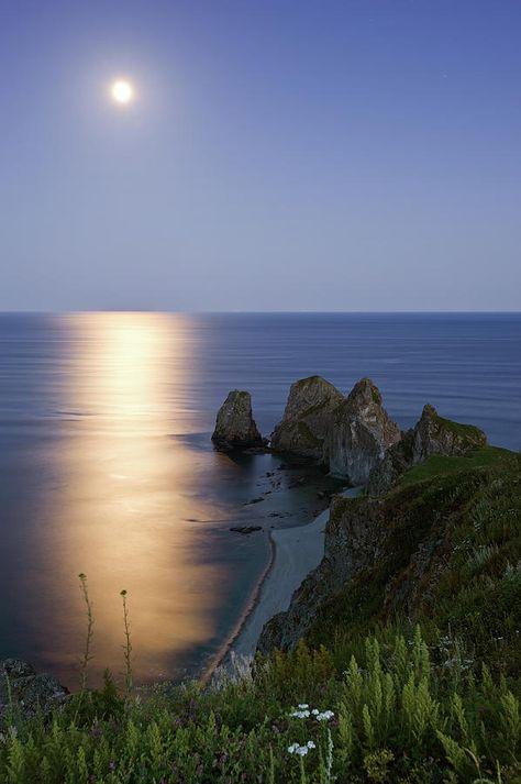 Full Moon On Cape Four Rocks - Japan