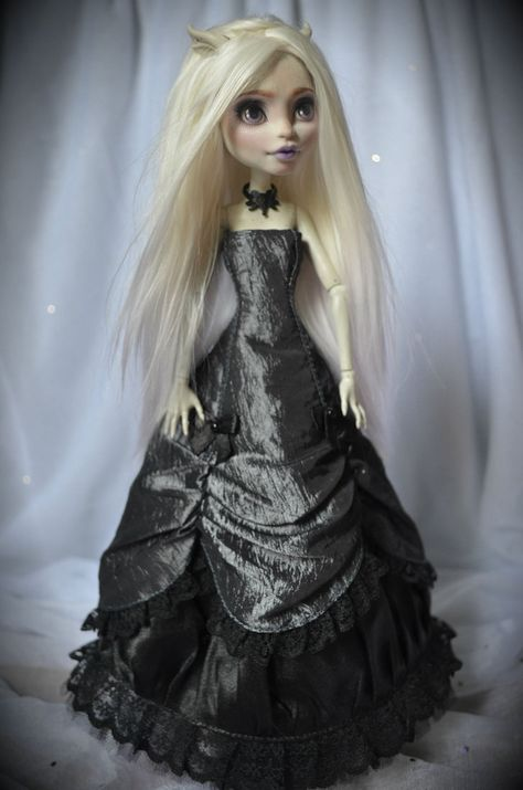 Rochelle by Kavarr-Damian on deviantART(dress JonnaJonzon)