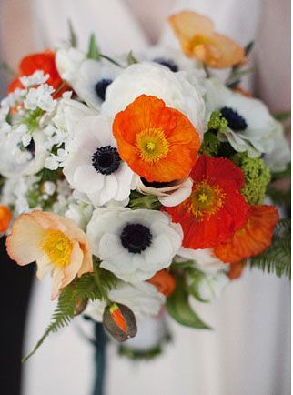 Laurie Andy S Green Wedding At Marvimon Easy Flowers Poppy Wedding Bouquets Orange Bridal Bouquet Anemone Bouquet
