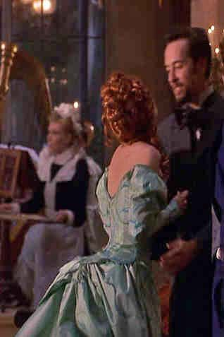 Ryder as Mina Murry in Bram Stokeru0027s Dracula. Green dress Back dress draping. | film costumes | Pinterest | Robes.  sc 1 st  Pinterest & Ryder as Mina Murry in Bram Stokeru0027s Dracula. Green dress Back ...