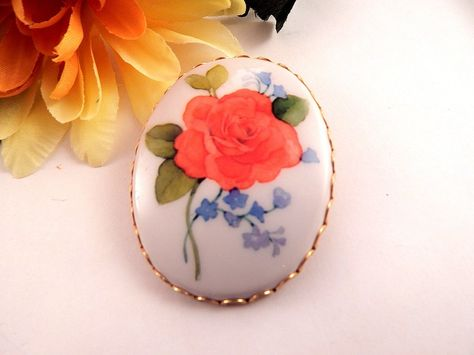 Oval Pendant Floral Brooch Coral Rose Pin Versatile in Gold Metal Frame Vintage…
