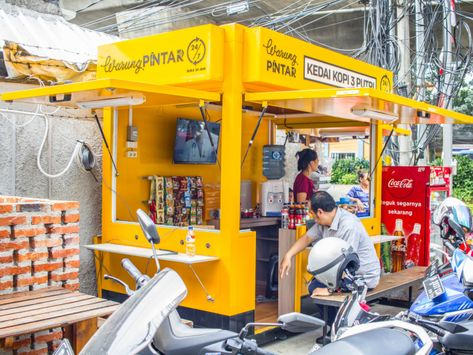 New project outfits Indonesia's street vendors with free Wi-Fi and smart tech