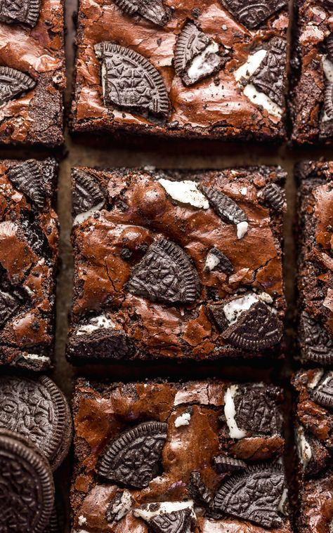 Oreo Brownies are so easy and a MILLION times more delicious than boxed brownie mix! Loaded with rich chocolate flavor, chocolate chips, and plenty of crushed Oreo cookies! Preheat your oven to 350 and bake these brownies today! Köstliche Desserts, Delicious Desserts, Dessert Recipes, Yummy Food, Dessert Ideas, Oreo Brownies, Homemade Brownies, Chocolate Brownies, Bon Dessert