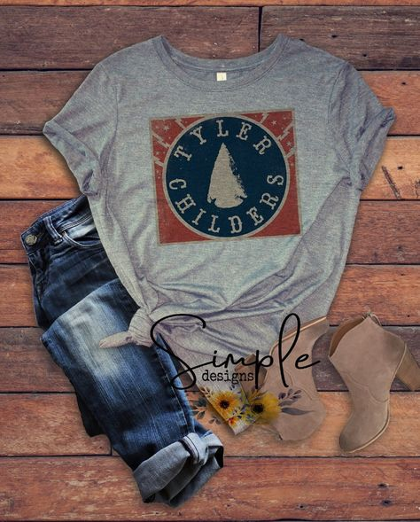Tyler Childers Arrowhead T-shirt, Country Music Shirts, Kids, Youth, R – Simple Designs and Country Girl Quotes, Country Girls, Girl Sayings, Loose Shirts, Cut Shirts, Raglan Shirts, Collar Designs, Shirt Designs, Song Quotes