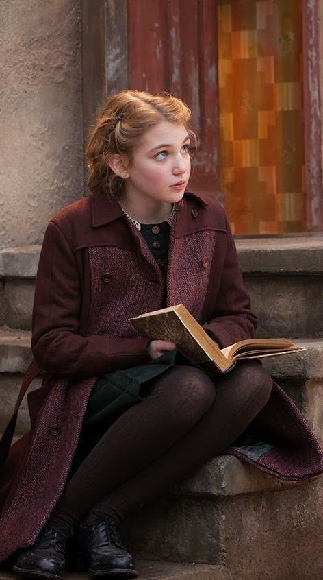 Liesel Meminger is 9 years old at the beginning of the book. The book tells abou. Story Inspiration, Character Inspiration, Bon Film, Classic Literature, Classic Books, The Book Thief, Book Characters, Girl Photos, People