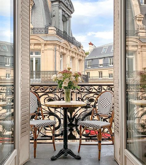Parisian Apartment, Paris Apartments, Dream Apartment, Parisian Bedroom, French Apartment, City Aesthetic, Travel Aesthetic, Places To Travel, Places To Go