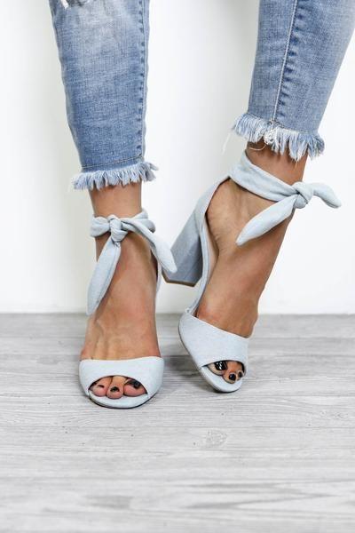 Tie up heels, Blue heels outfit