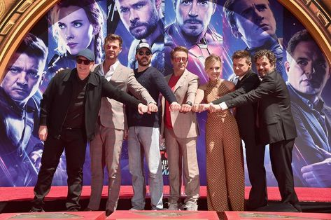 """@markruffalo shared a photo on Instagram: """"Can't believe it's been two years since the premiere of #AvengersEndgame. Love you all 3000 💚  Congrats to Elizabeth Olsen, @paulbettany,…"""" • Apr 26, 2021 at 5:00pm UTC"""