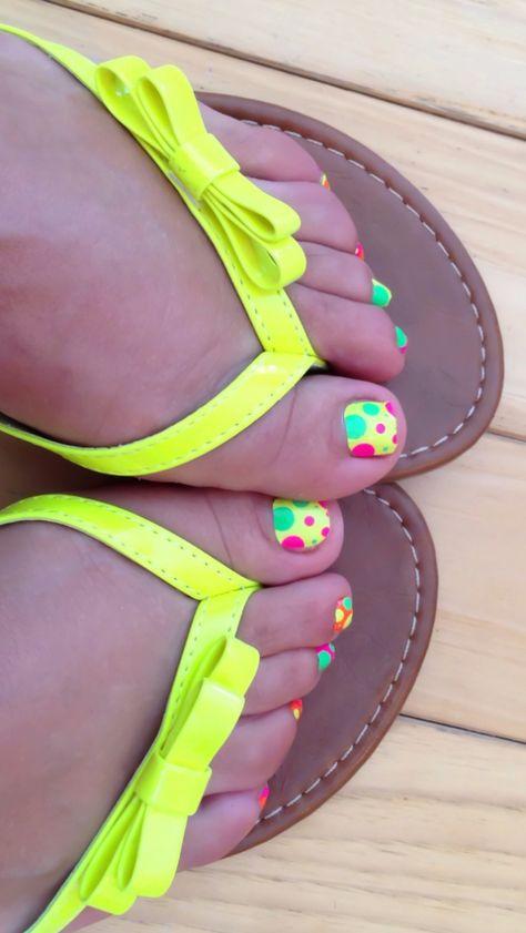 Fluorescent polkadot toenail design