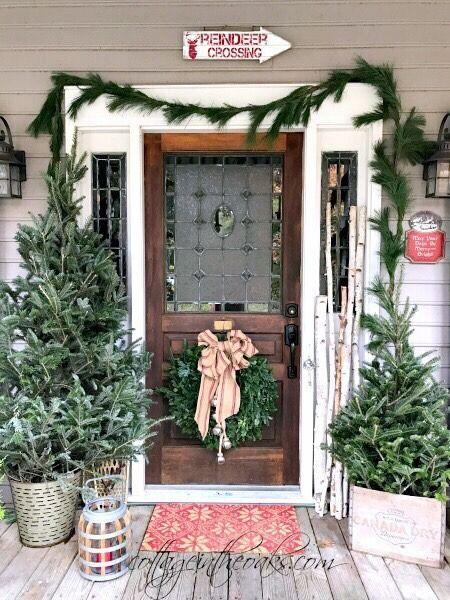 Oldfarmhouse Pinterest Com Christmas Porch Decor Outdoor Christmas Decorations Christmas Front Porch