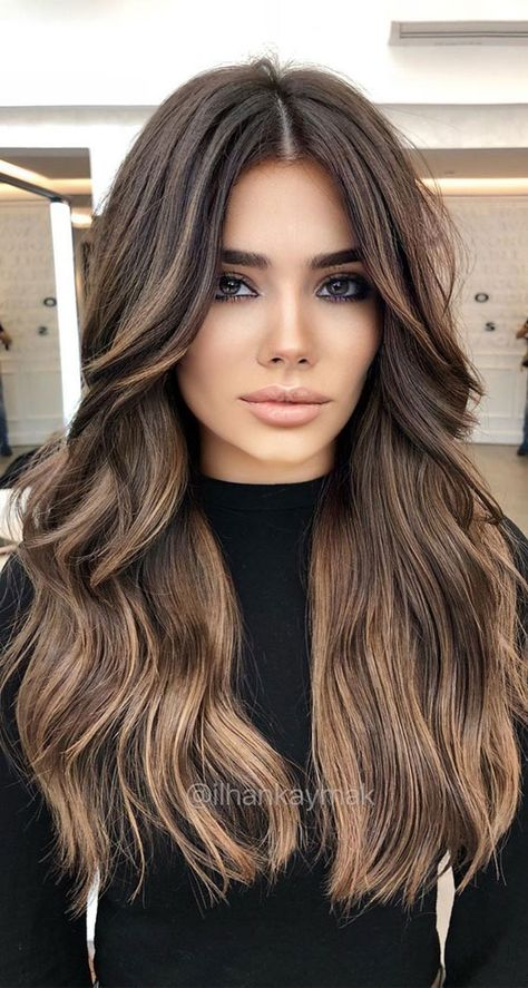 There are many ways to improve your appearance this season, one of them is by switching your hair color. Golden Highlights Brown Hair, Brown Hair Balayage, Hair Color Balayage, Summer Highlights, Brown Highlighted Hair, Balayage Hair Brunette With Blonde, Dark Hair Balyage, Highlighted Hair For Brunettes, Brunette Highlights Lowlights