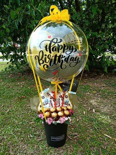 Candy Bouquet Diy, Money Bouquet, Gift Bouquet, Birthday Balloon Decorations, Birthday Balloons, Balloon Flowers, Balloon Bouquet, Cute Birthday Gift, Diy Birthday