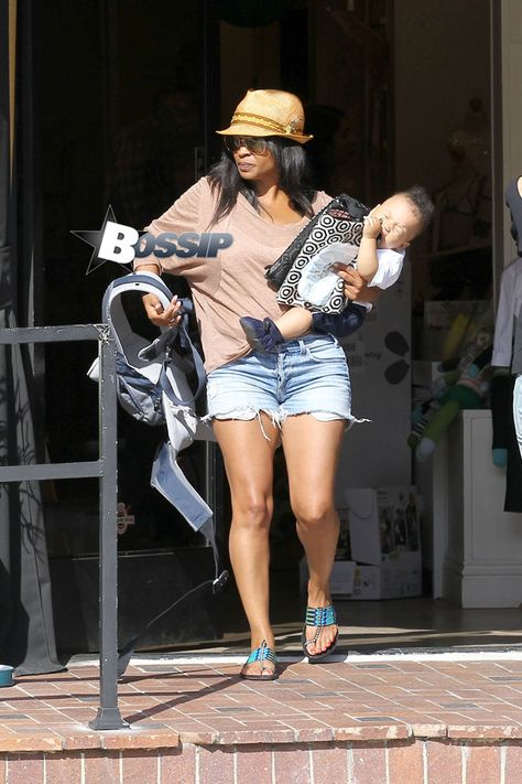 Nia Long and baby Kez shop Bel Bambini