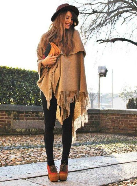 poncho femme en laine, chapeau et leggings de style bohème