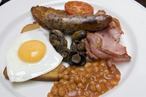 Gut gestärkt in den Tag: Full English Breakfast  (abgelichtet in Lenham)