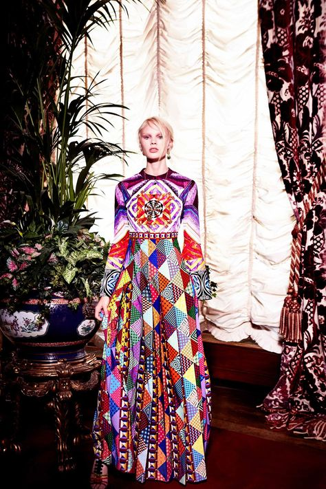 Mary Katrantzou Resort 2018 Fashion Show Collection: See the complete Mary Katrantzou Resort 2018 collection. Look 1