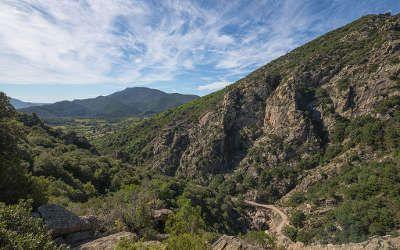 Situe Entre Le Languedoc Roussillon Et Midi Pyrenees Sur Les Derniers Contreforts Du Massif Central Le Pa Parc Naturel Regional Parc Naturel Lieu Touristique