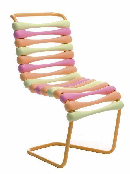 Silla Boing, de Karim Rashid para Gufram - Es una pieza apilable con tapizado en foam de colores.