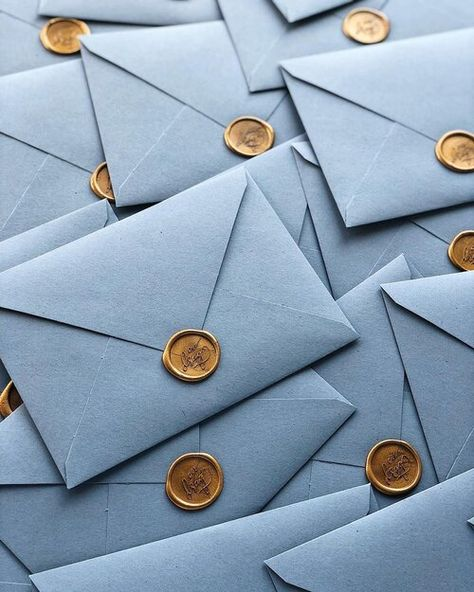 Dusty blue wedding invitations with handmade envelopes and gold wax seal Greenery wedding invitations handmade envelopes with wax seal and silk ribbon / / © PAPIRA invitatii de nunta personalizate si sigilii de ceara