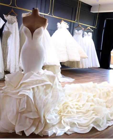 Wedding Dress Organza, Sweetheart Wedding Dress, Dream Wedding Dresses, Bridal Dresses, One Shoulder Wedding Dress, Bridesmaid Dresses, Prom Dresses, Mermaid Gown Wedding, Dramatic Wedding Dresses