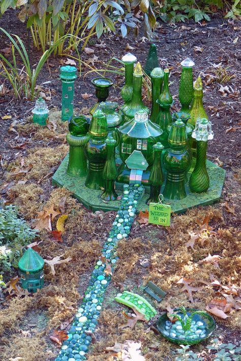 Pretty Fairy Garden Plants Ideas For Around Your Side Home 38 Fairy Garden Plants, Mini Fairy Garden, Garden Whimsy, Fairy Garden Houses, Gnome Garden, Diy Fairy House, Fairy Houses Kids, Shade Garden, Fairy Village