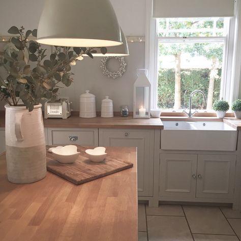 Shaker kitchen renovation with reclaimed radiators and slate - küche ohne oberschränke