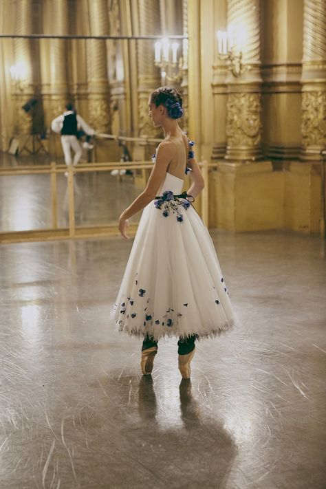 Vogue goes backstage at the opening night of the Paris Opera Ballet gala, to capture the dancers – dressed in reams of tulle, adorned with floral-inspired gossamer silk organza by Chanel – as they prepare to take flight Tutu Ballet, Ballet Dancers, Ballerina Dancing, Bolshoi Ballet, Alvin Ailey, Ballet Costumes, Dance Costumes, Carnival Costumes, Tutu En Tulle