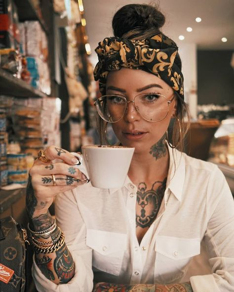 Starting the week right ☕ #beautytatoos