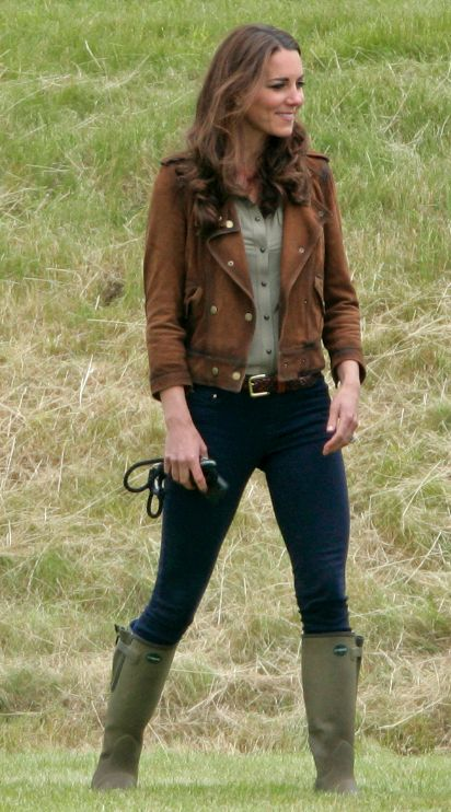 Google Image Result for http://www.shoewawa.com/images/12/07/02/kate_middleton_wellies.png