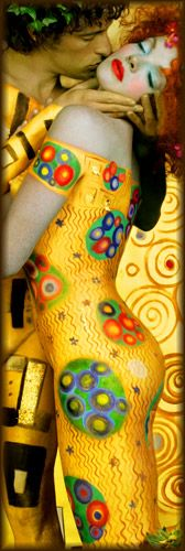 Love this unusual take on The Kiss by Gustav Klimt  - one of my most favourite paintings.