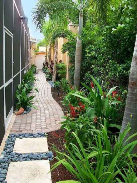 90 Beautiful Side Yard Garden Path Design Ideas Homekover Side Yard Landscaping Garden Design Side Yard