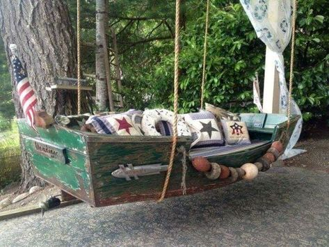 old boat and made a daybed for my cabana room. Boat Projects, Outdoor Projects, Boot Dekor, Garden Sail, Beach Theme Garden, Boat Furniture, Flea Market Gardening, Lake Decor, Old Boats