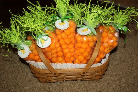 """Mom Swim Bike Run: Easter """"Carrot"""" Treat Bags Easter Snacks, Easter Treats, Easter Party, Easter Gift, Easter Recipes, Easter Decor, Easter Centerpiece, Easter Table, Bunny Party"""