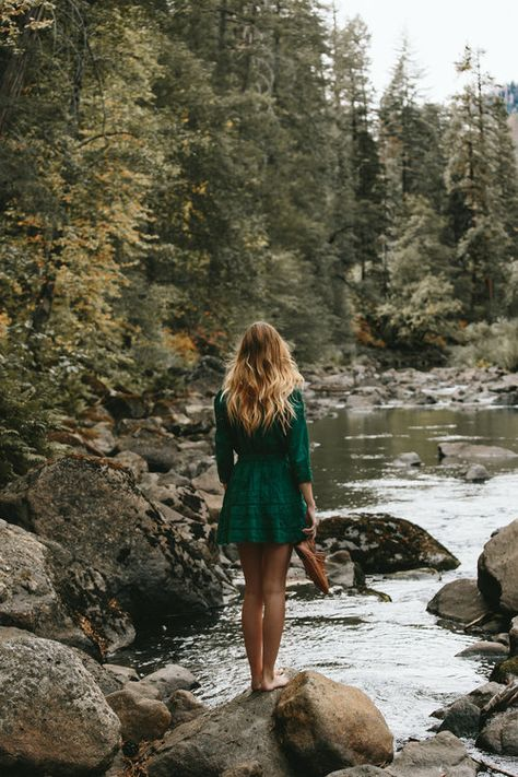 Mom & Me in Yosemite — Outdoor Photography, Photography Poses, Nature Photography, Travel Photography, Senior Girl Photography, Photoshoot Inspiration, Decor Inspiration, Adventure Is Out There, Picture Poses