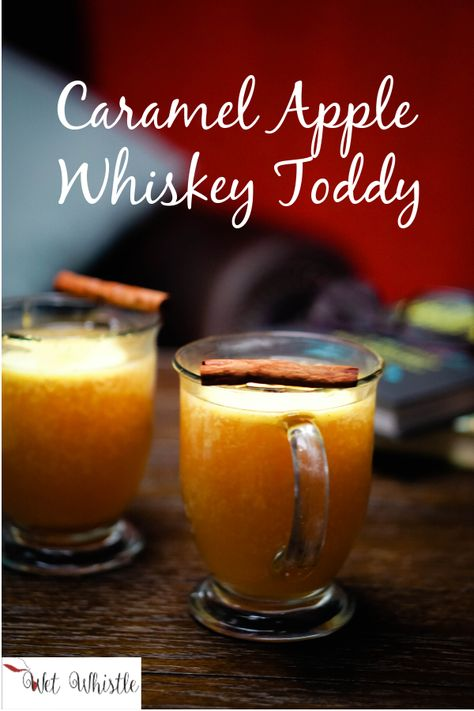 There's nothing like a steamy, Caramel Apple Whiskey Toddy to warm your bones . There's nothing like a steamy, Caramel Apple Whiskey Toddy to warm your bones during the cold win Whiskey Cocktails, Cocktail Drinks, Cocktail Recipes, Fireball Drinks, Easy Cocktails, Alcoholic Drinks, Christmas Cocktails, Holiday Drinks, Whisky