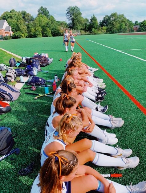 VSCO - creds: @darbycampbell | fatmoodz Field Hockey Girls, Girls Soccer Cleats, Play Soccer, Football Girls, Hockey Mom, Ice Hockey, Cute Soccer Pictures, Sports Pictures, Best Friend Pictures