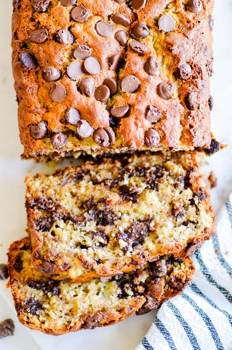 This is hands down the BEST EVER chocolate chip banana bread. It's incredibly moist, full of banana flavor, and loaded with chocolate chips. This is the only banana bread recipe you'll ever need! Chocolate Chip Bread, Chocolate Chip Recipes, Banana Bread Recipes, Banana Bread Recipe With Walnuts And Chocolate Chips, Banana And Chocolate Loaf, Famous Banana Bread Recipe, Chocolate Cake, Homemade Banana Bread, Homemade Breads