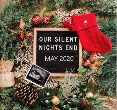 Here are 40 funny pregnancy announcement ideas that put the fun back in revealing the big pregnancy news to family and friends. Pregnancy Announcement To Parents, Cute Baby Announcements, Christmas Baby Announcement, Pregnancy Announcement Photos, Reveal Pregnancy To Husband, Christmas Pregnancy Reveal, Pregnancy Reveal Photos, Thanksgiving Pregnancy Announcement, Pregnancy Pictures