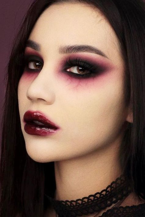 39 Glam and Sexy Vampire Makeup Ideas 2019 Dark and powerful make up! I love Halloween 39 Glam and Sexy Vampire Makeup Ideas 2019 Dark and powerful make up! I love Halloween Makeup Clown, Ghost Makeup, Spider Makeup, Scary Makeup, Makeup Lips, Prom Makeup, Scary Vampire, Contouring Makeup, Horror Makeup