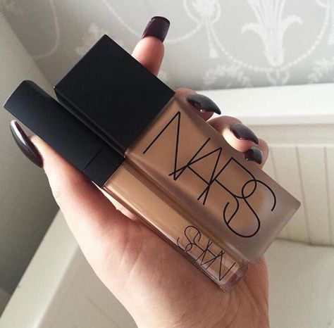 Love this foundation and concealer... if you have oily skin dont put on a lot and always add finishing powder. ALSO !! a little goes a long way when you're using a beauty blender DONT FORGET YOUR PRIMER !!