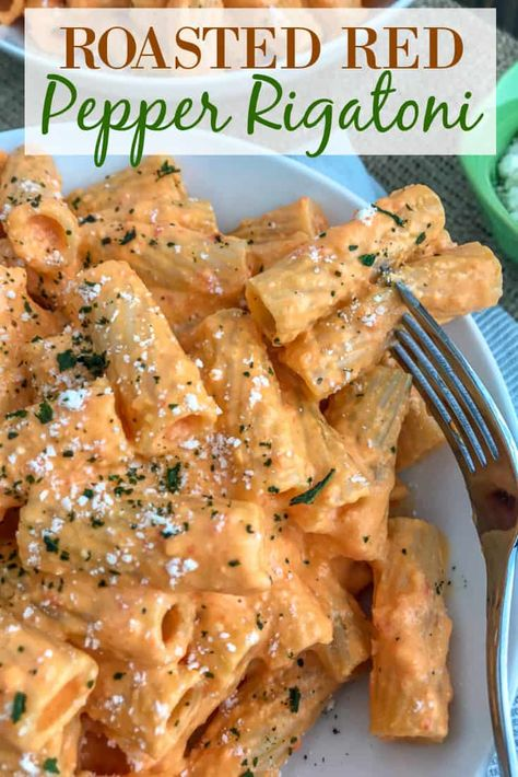 Roasted Bell Pepper Rigatoni - Roasted Bell Pepper Rigatoni - an easy to add . - Roasted Paprika Rigatoni – Roasted Paprika Rigatoni – an easy to prepare, light and healthy, bu - Think Food, I Love Food, Vegetarian Recipes, Cooking Recipes, Healthy Recipes, Top Recipes, Delicious Pasta Recipes, Light Pasta Recipes, Meatless Pasta Recipes