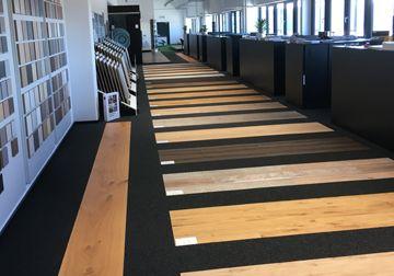Ausstellung Beratung Und Verkauf In Kitzingen Von Parkett Laminat Vinyl Turen Turgriffen Terrassen Und Holz Info Und Off Parkett Laminat Parkett Laminat