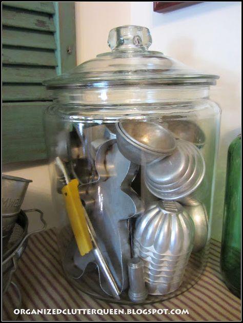 Large lidded jar with vintage aluminum utensils and kitchen items. Primitive Kitchen, Old Kitchen, Kitchen Items, Kitchen Utensils, Country Kitchen, Kitchen Tools, Kitchen Corner, Kitchen Cabinets, Cool Ideas