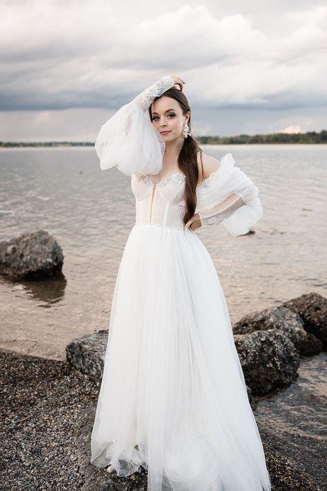 Eine mediterrane Inspiration für wunderschöne Strandhochzeiten und Hochzeiten am See #beachwedding #bridaldress #bride