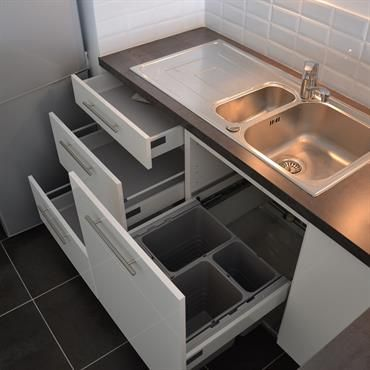 Tiroirs Sous Evier Avec Poubelles Integrees Evier 1 Cuve Et Demi En Inox Cuisine Moderne Amenagement Cuisine Idee Decoration Cuisine