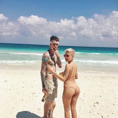 Machine Gun Kelly was rumored to be Dating singer Halsey;