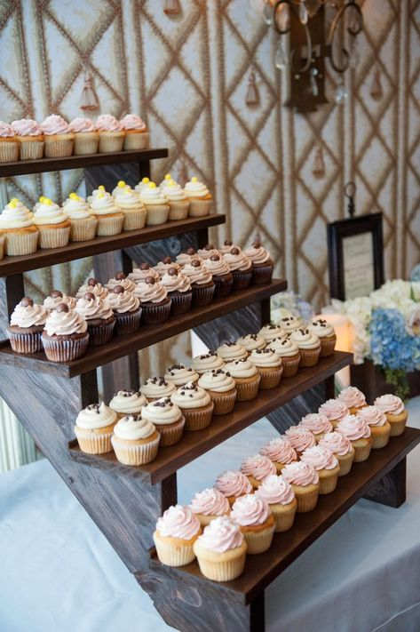 Top 14 Must See Rustic Wedding Ideas ---Need wedding ideas Check out this rustic cake display for spring or wedding wedding, diy dessert on a budget. wedding cupcakes Top 14 Must See Rustic Wedding Ideas for 2019 Diy Dessert, Buffet Dessert, Dessert Bar Wedding, Wedding Cake Rustic, Wedding Cupcakes Display, Wedding Sweets, Spring Wedding Cupcakes, Wedding Cake Vintage, Rustic Cake Tables