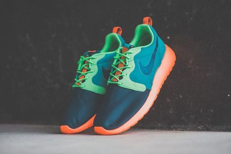 huge discount 59f8f 87e2d Nike Roshe Run Hyperfuse Team Red   Catalina   Poison Green