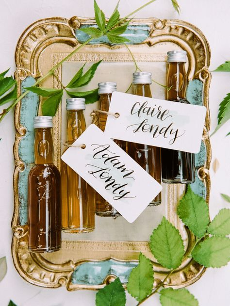 Think about small local businesses when it comes to wedding favors or creative place cards! We love these guest gifts with homemade maple syrup for a homey ranch-chic wedding. Click thorugh for more rustic wedding inspiration. #rusticwedding #weddingfavors #guestfavors #weddinggiftideas #ranchwedding #weddingdetails