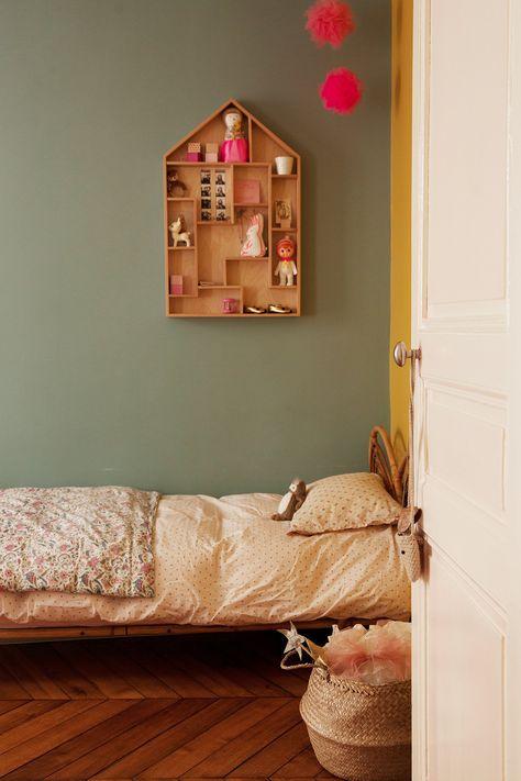 Chambre Du0027enfant Colorée Mur Vert Et Linge De Lit Liberty Appartement  Duplex Paris Nayla Voillemot Et Romain
